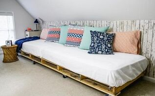 palette day bed, bedroom ideas, entertainment rec rooms, outdoor living, pallet
