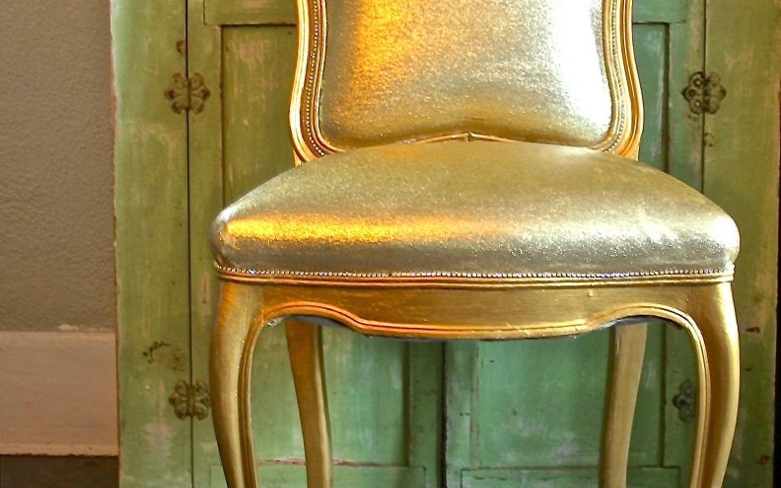s 17 high end ways to use mod podge in your home, crafts, decoupage, home decor, Makeover a chair with gold glitter