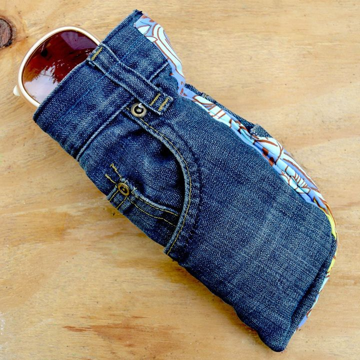 Upcycled jeans sunglasses case with handy pocket hometalk for Jeans upcycling ideas