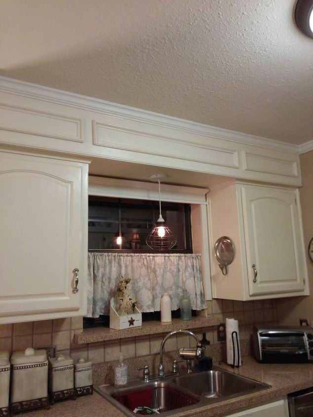 Close Space Above Kitchen Cabinets