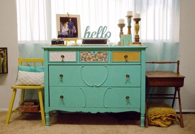Colorful Eclectic Vintage Living Room Crafts Ideas Painted Furniture Shelving