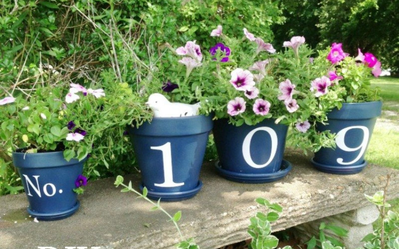 s 11 gorgeous address signs that ll make neighbors stop in admiration, crafts, curb appeal, outdoor living, Showcase them across a row of flower pots