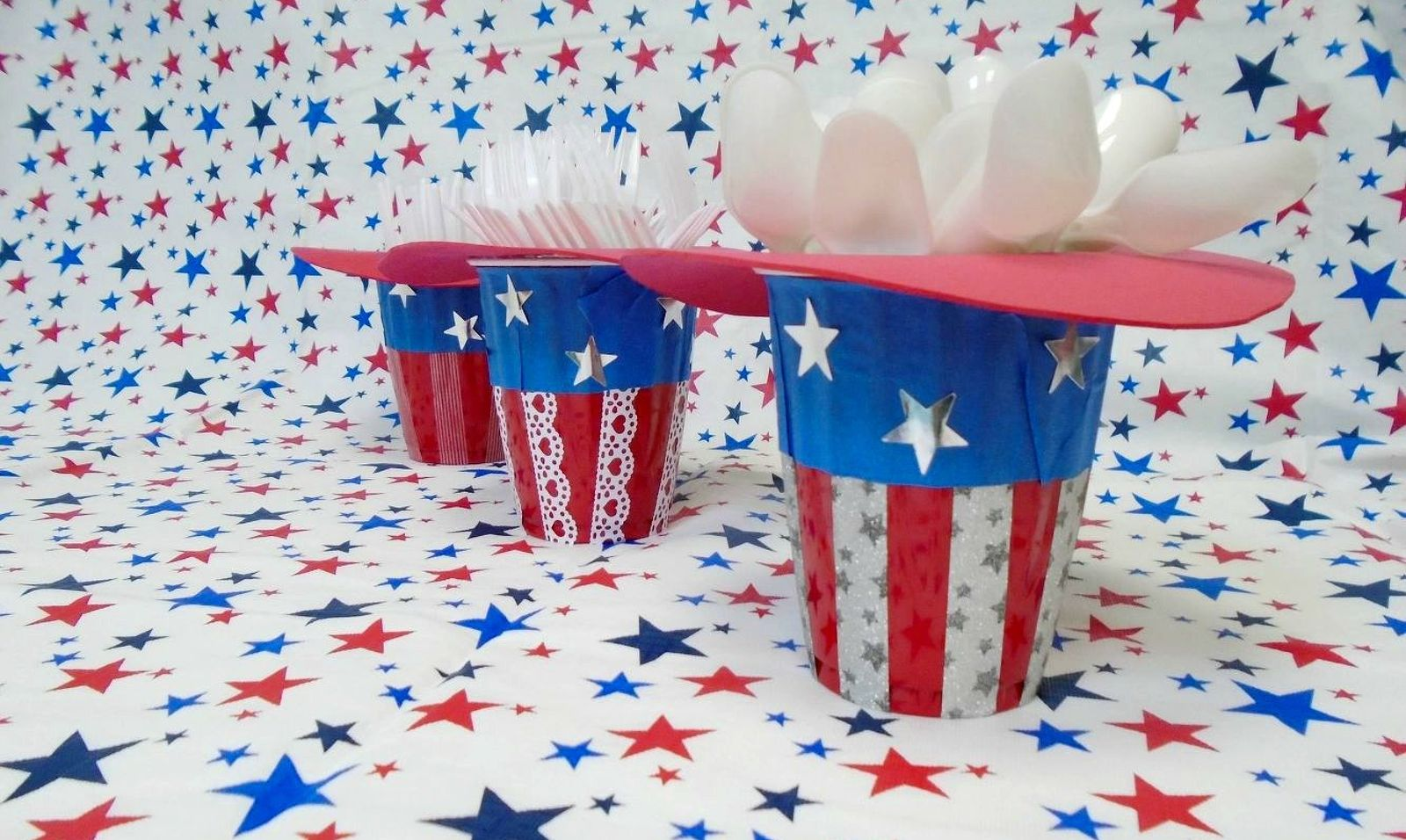 Wow your bbq guests with these 13 july 4th decorations for Outdoor seasonal decorations