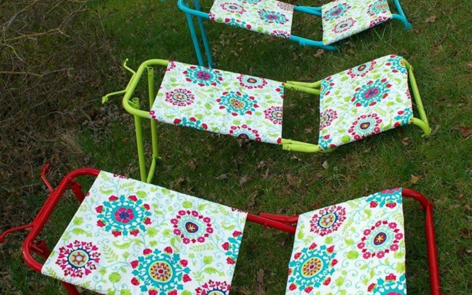 s 9 genius decorating hacks using tablecloths, repurposing upcycling, Use vinyl tablecloths to cover yard loungers