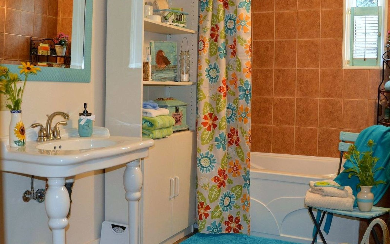 s 9 genius decorating hacks using tablecloths, repurposing upcycling, Make a quick shower curtain using clips