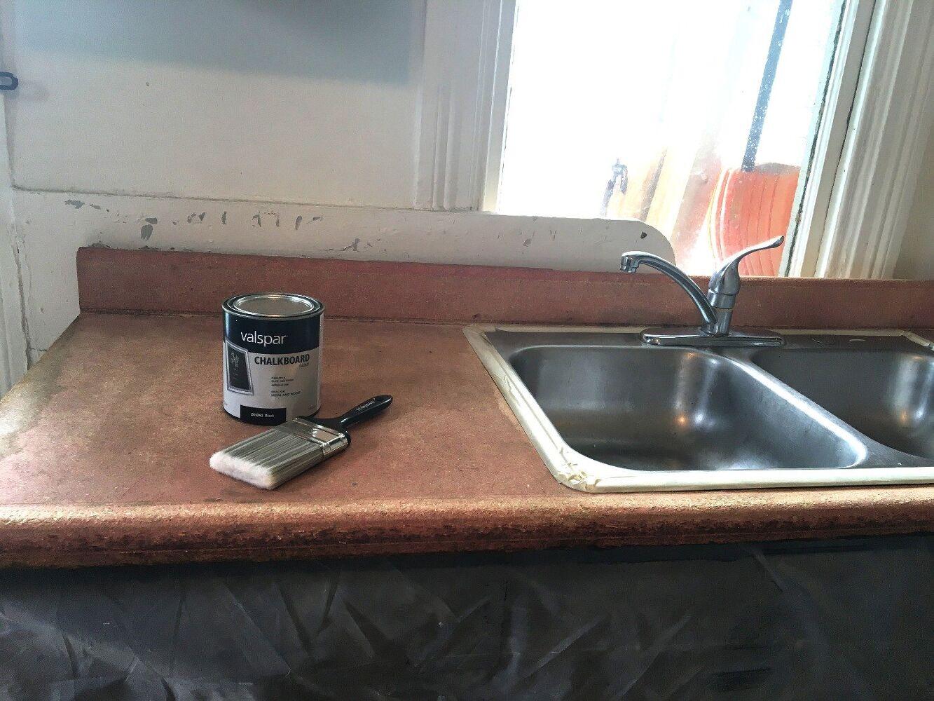 Ecco come rinnovare il nostro piano da lavoro in cucina in - Vernice per cucina ...