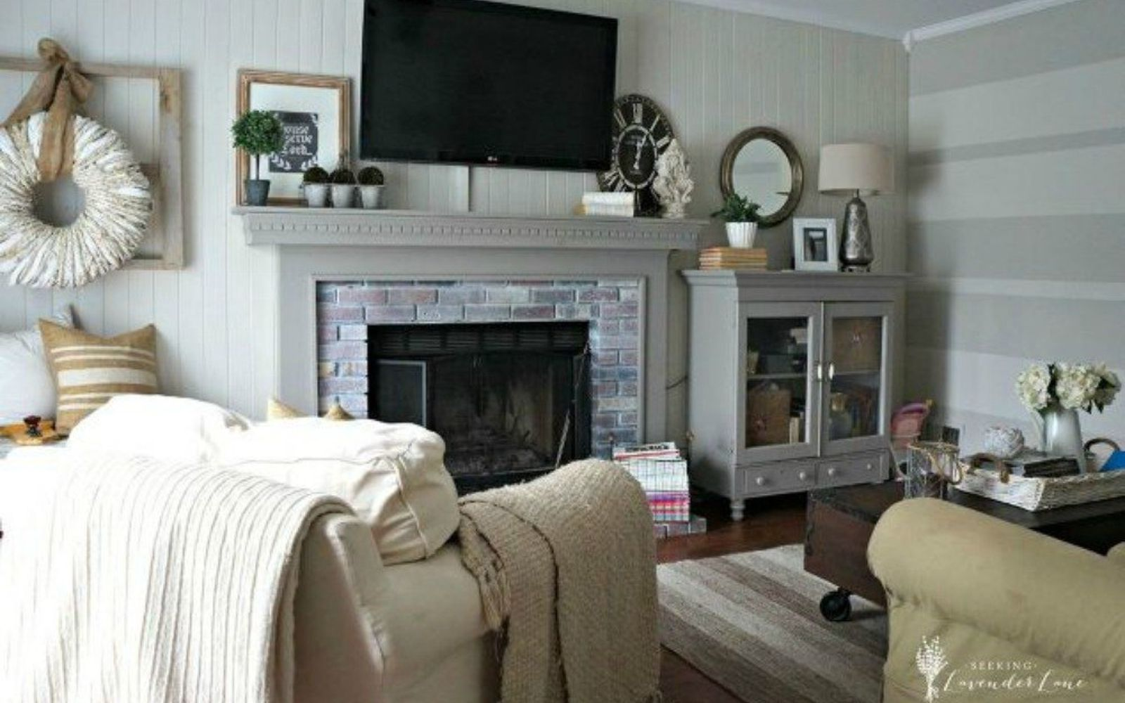 s why everyone is freaking out over these country cottage rooms, bedroom ideas, entertainment rec rooms, home decor, This family room blends modern with country