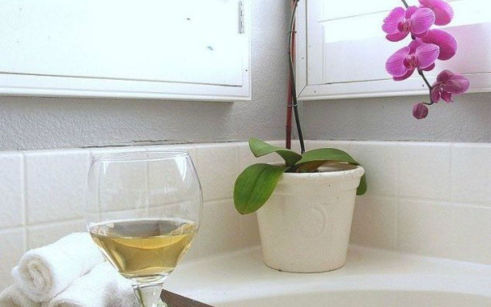 s 11 easy ways to refresh your old bathtub, bathroom ideas, Build your own bathtub shelf