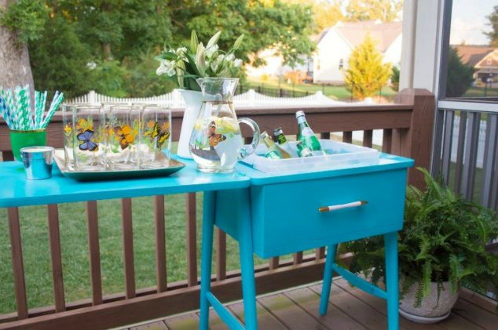 12 wildly creative ways to use your old sewing table for Creative ways to make a table