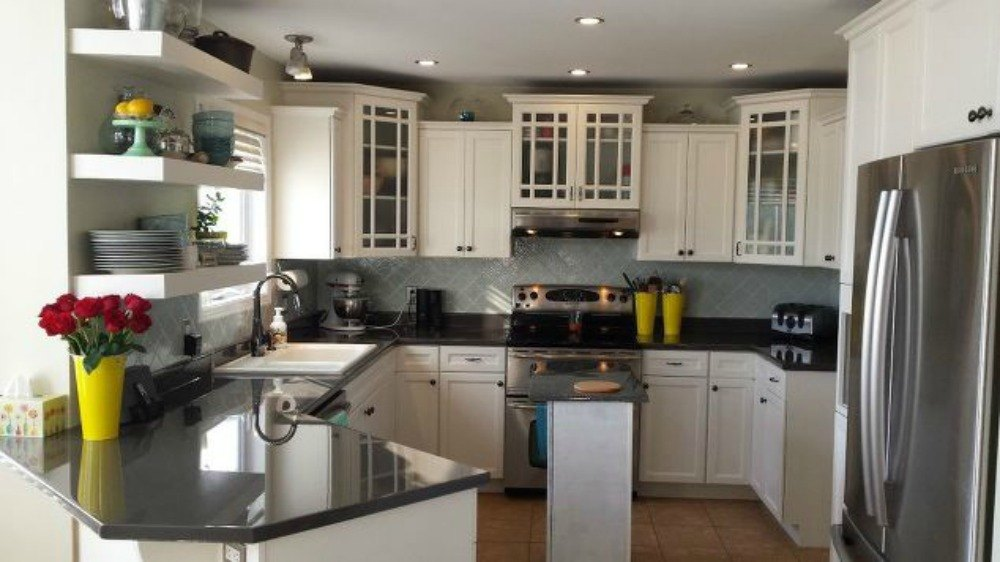 11 gorgeous ways to transform your backsplash without for Can you replace kitchen cabinets without replacing countertop