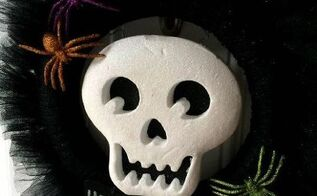 black glitter tulle halloween wreath, crafts, halloween decorations, seasonal holiday decor, wreaths