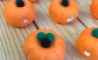 pumpkin garland made with air dry clay, crafts, home decor, seasonal holiday decor