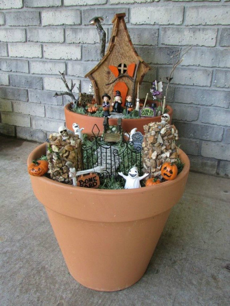 Make your neighbors giggle with these 9 halloween fairy for Garden decorations to make