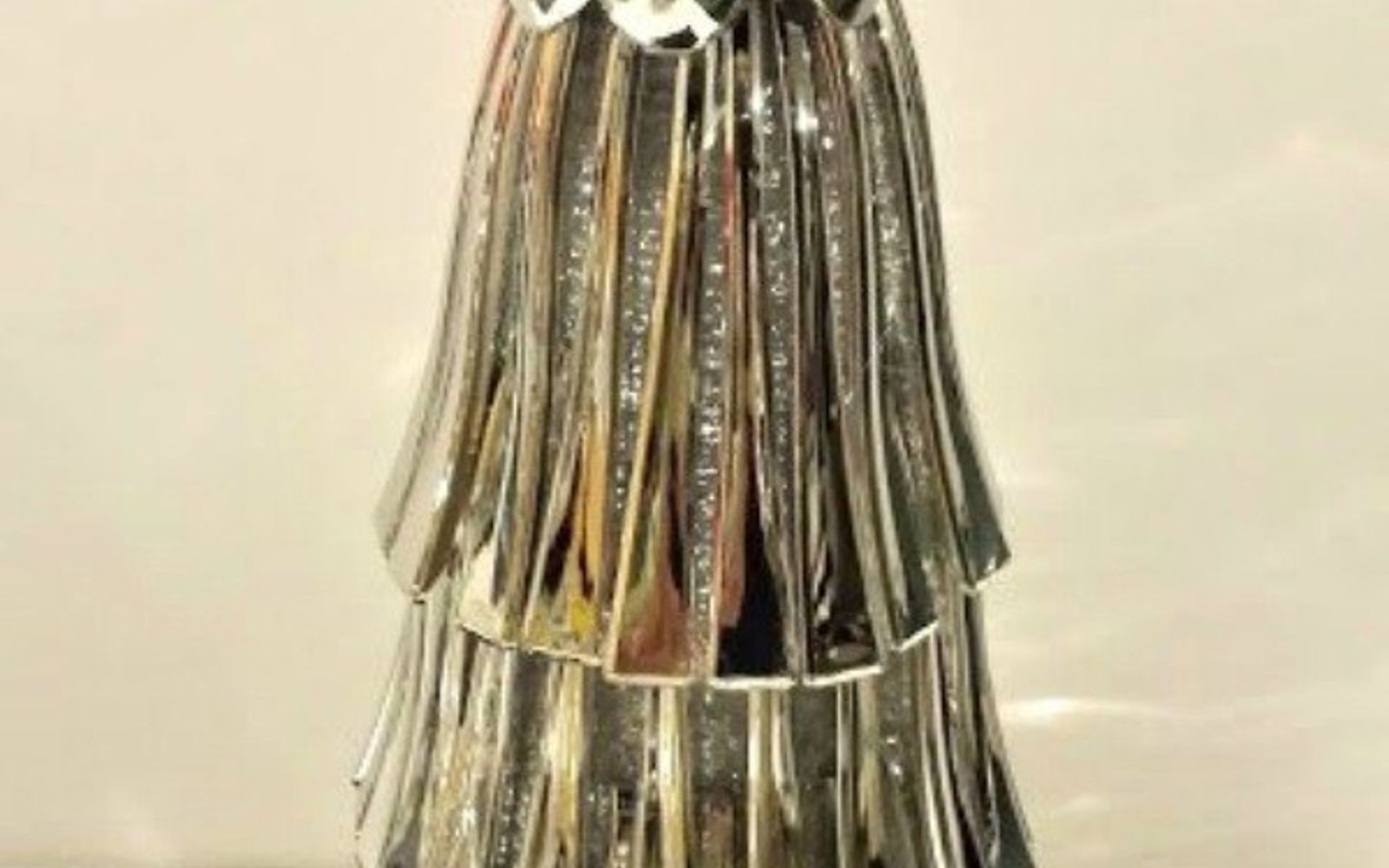 s 11 brilliant ways to reuse plastic spoons, Stack the bottoms into a glamourous tree