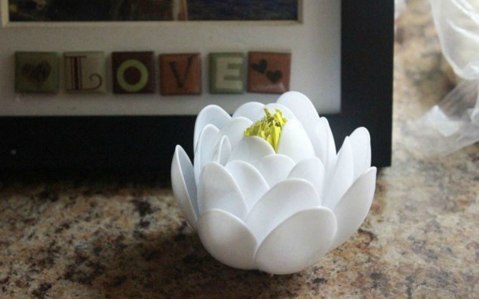 s 11 brilliant ways to reuse plastic spoons, Turn them into decorative white lotuses
