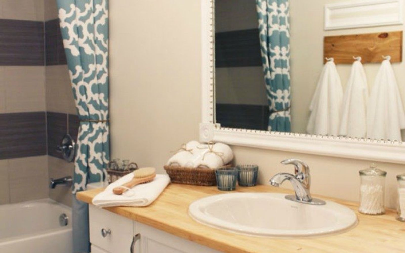 s 10 stunning ways to transform your bathroom mirror without removing it, bathroom ideas, home decor, Pin thumbtacks to moldings for some shine
