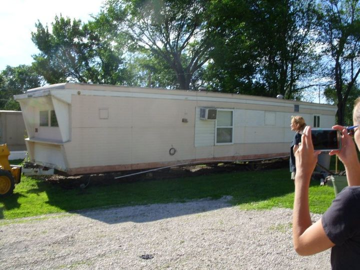Before and after on repainting older mobile homes hometalk for How to paint a mobile home exterior
