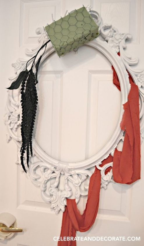 use a picture frame to create this elegant halloween wreath crafts halloween decorations - Elegant Halloween