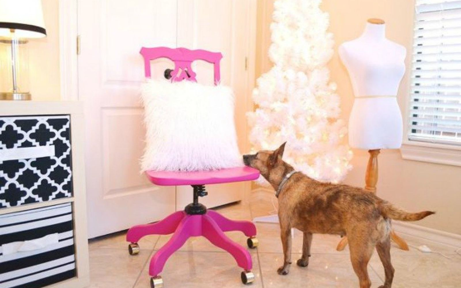 s i hate pink but these makeovers changed my mind , This sassy hot pink chair