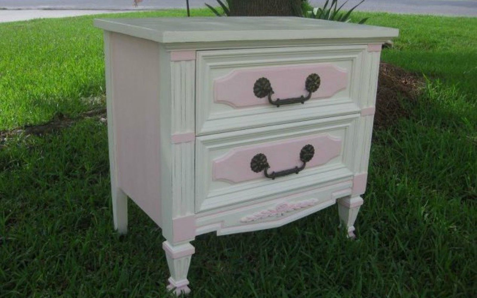 s i hate pink but these makeovers changed my mind , This white nightstand with pink accents