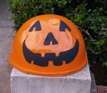halloween face from trash lid, halloween decorations, outdoor living, painting, seasonal holiday decor