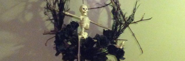 q skeleton wreath, crafts, wreaths