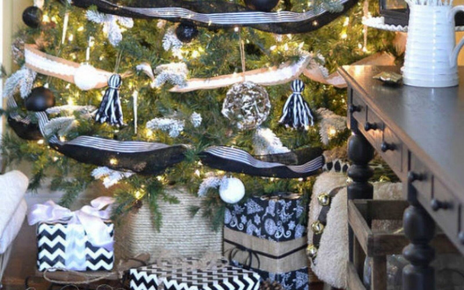 s cut up cardboard for these breathtaking christmas ideas, christmas decorations, Or wrap it in rope for a great tree skirt