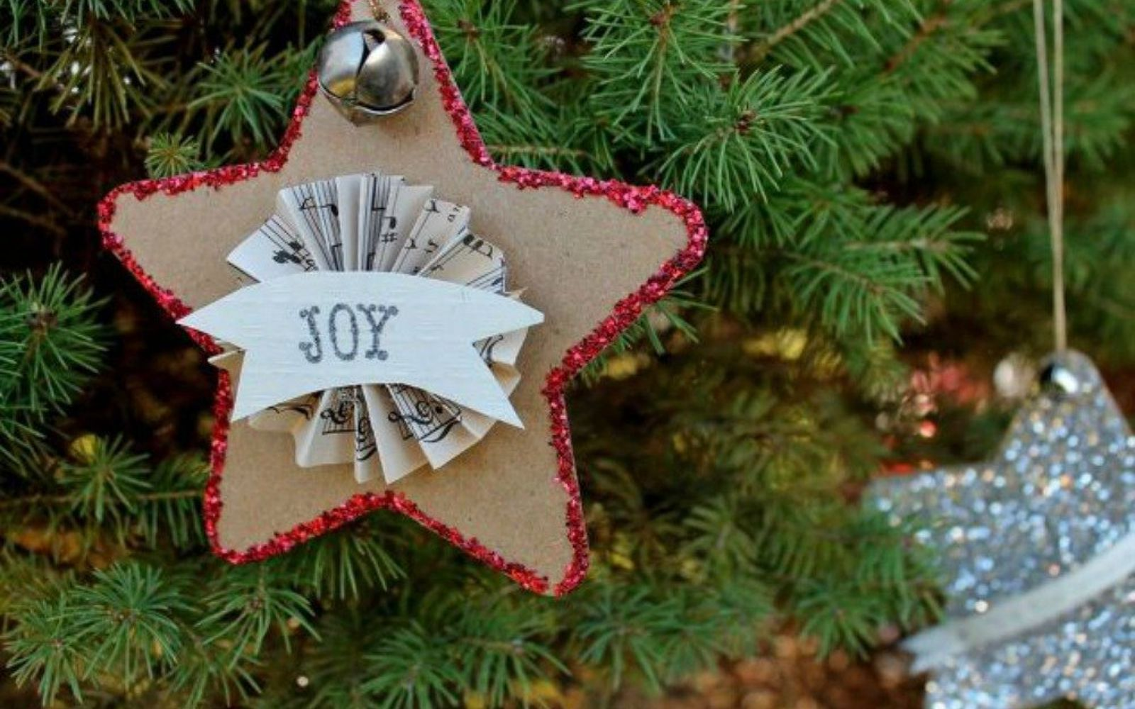 s cut up cardboard for these breathtaking christmas ideas, christmas decorations, Cut them into sparkly ornaments