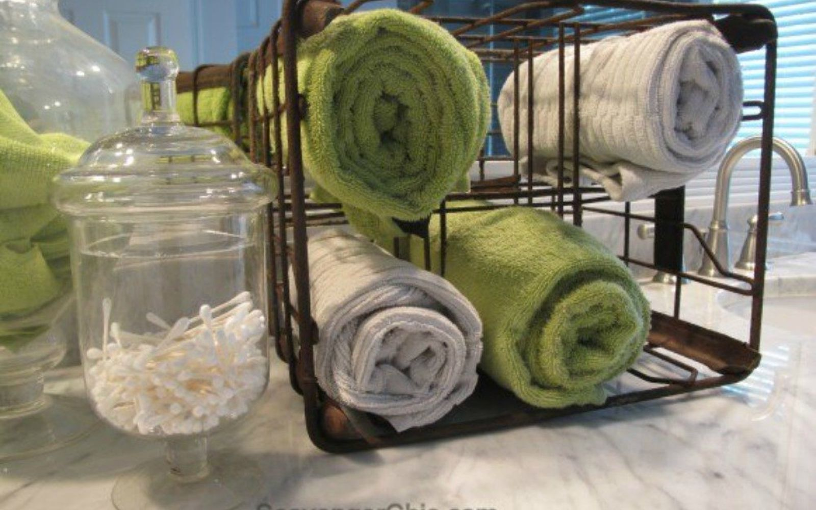 s pamper your guests without spending money 13 ideas , home decor, Keep clean towels available