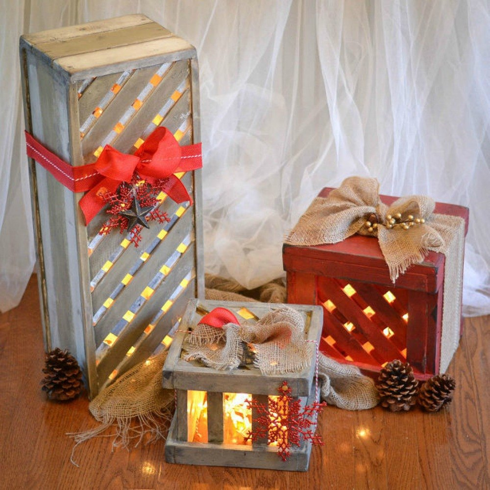 make your porch look amazing with these diy christmas. Black Bedroom Furniture Sets. Home Design Ideas