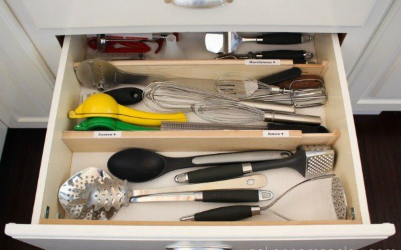 s 13 storage ideas that will instantly declutter your kitchen drawers, kitchen design, organizing, storage ideas, Separate everything with drawer dividers