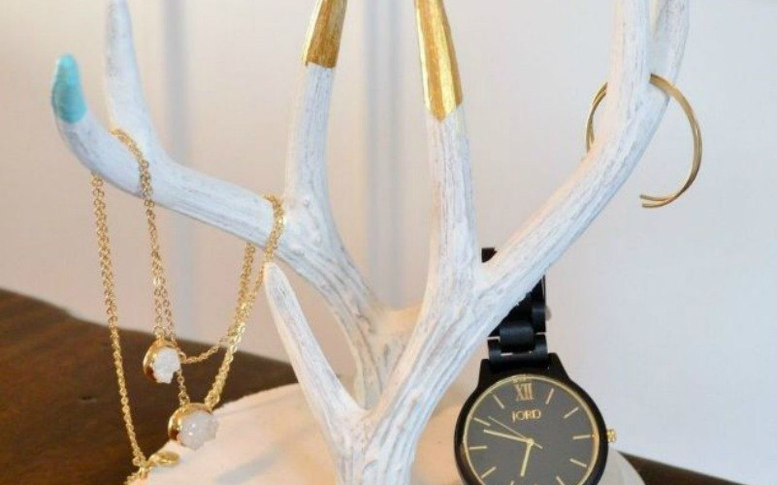 s 21 jewelry organizing ideas that are better than a jewelry box, organizing, This chic antler piece
