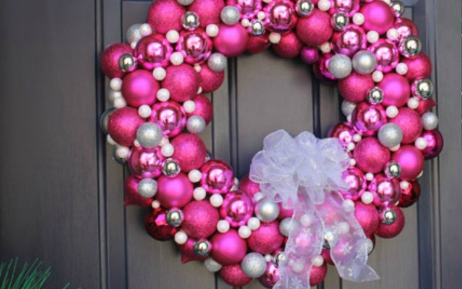 s cut up styrofoam for these breathtaking christmas ideas, christmas decorations, Glue them into a stunning wreath