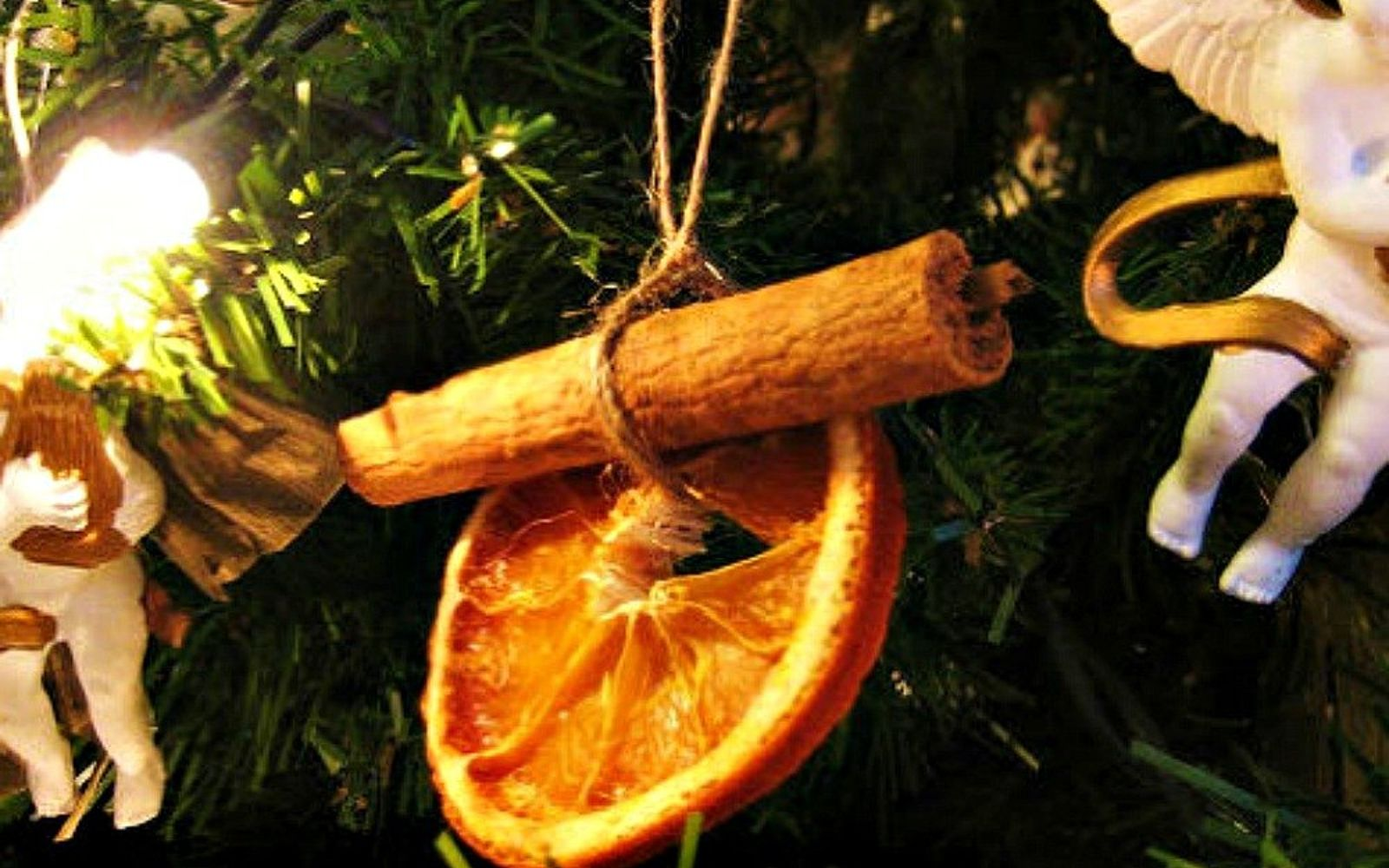 s don t stop at ornaments these tree decorating ideas are even better, christmas decorations, seasonal holiday decor, Hang dried orange slices and cloves