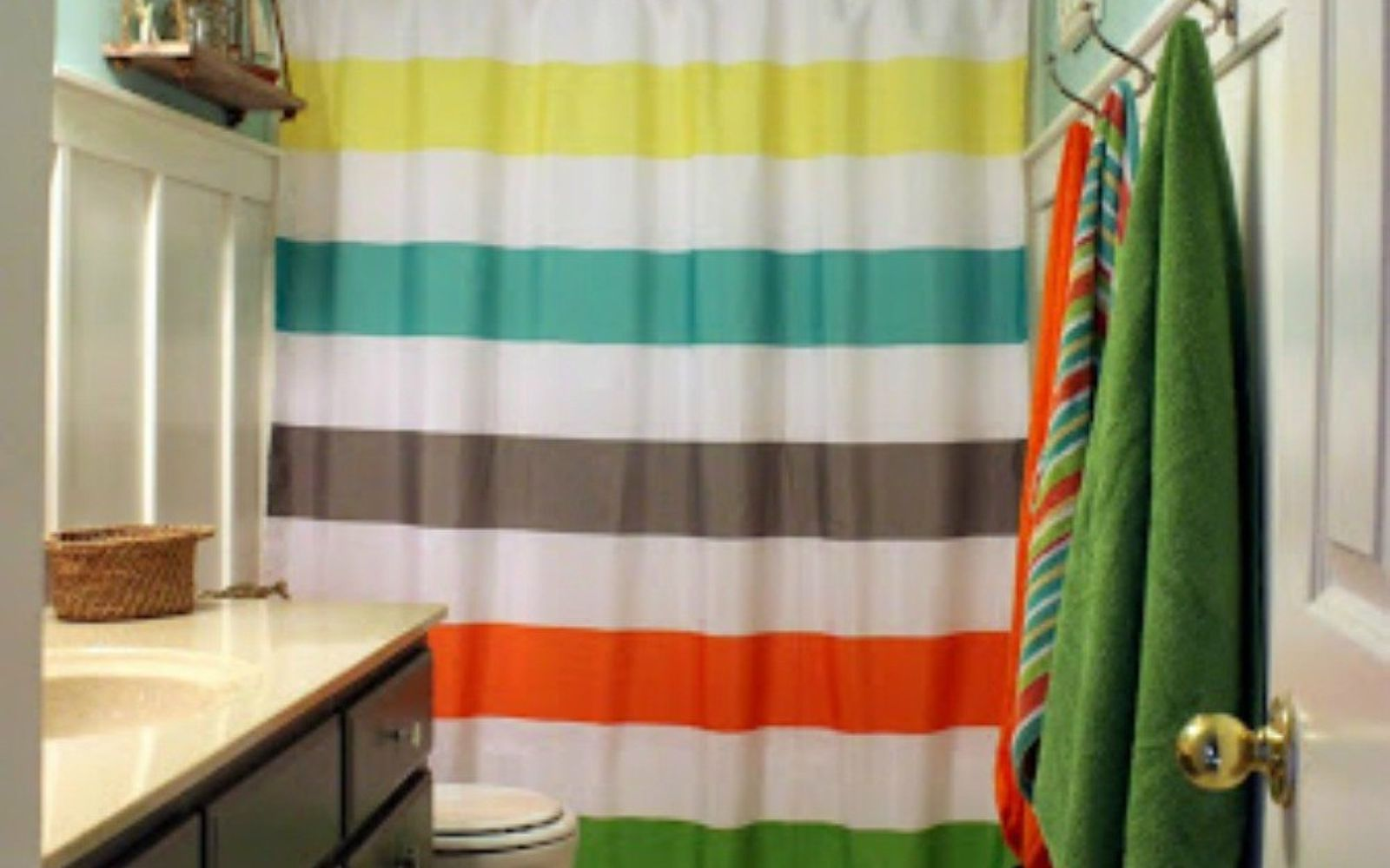 s give your kids the coolest bathroom with these 13 jaw dropping ideas, bathroom ideas, Color block then add board batten