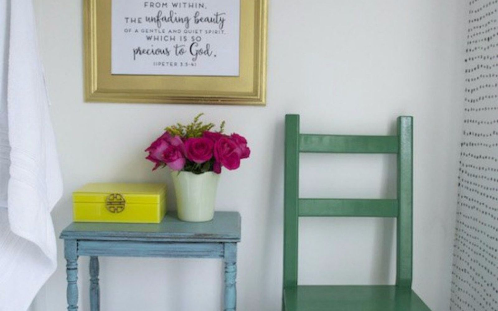 s give your kids the coolest bathroom with these 13 jaw dropping ideas, bathroom ideas, Stencil a wall and add some vintage frames