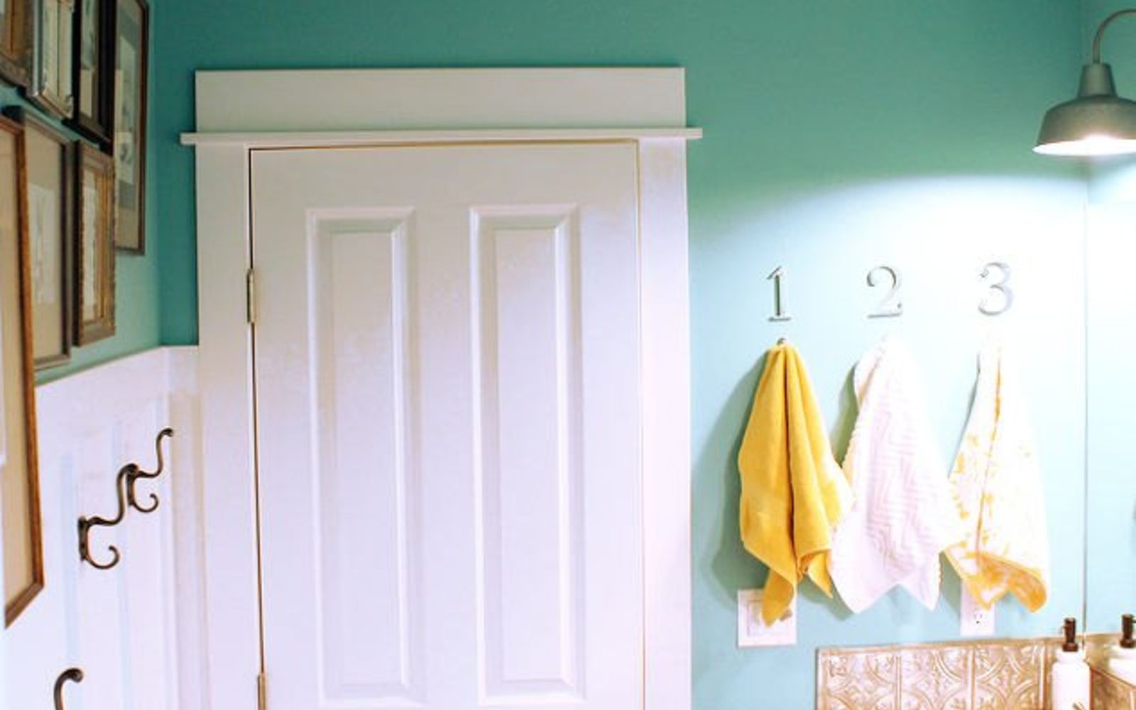 s give your kids the coolest bathroom with these 13 jaw dropping ideas, bathroom ideas, Number the towel hooks