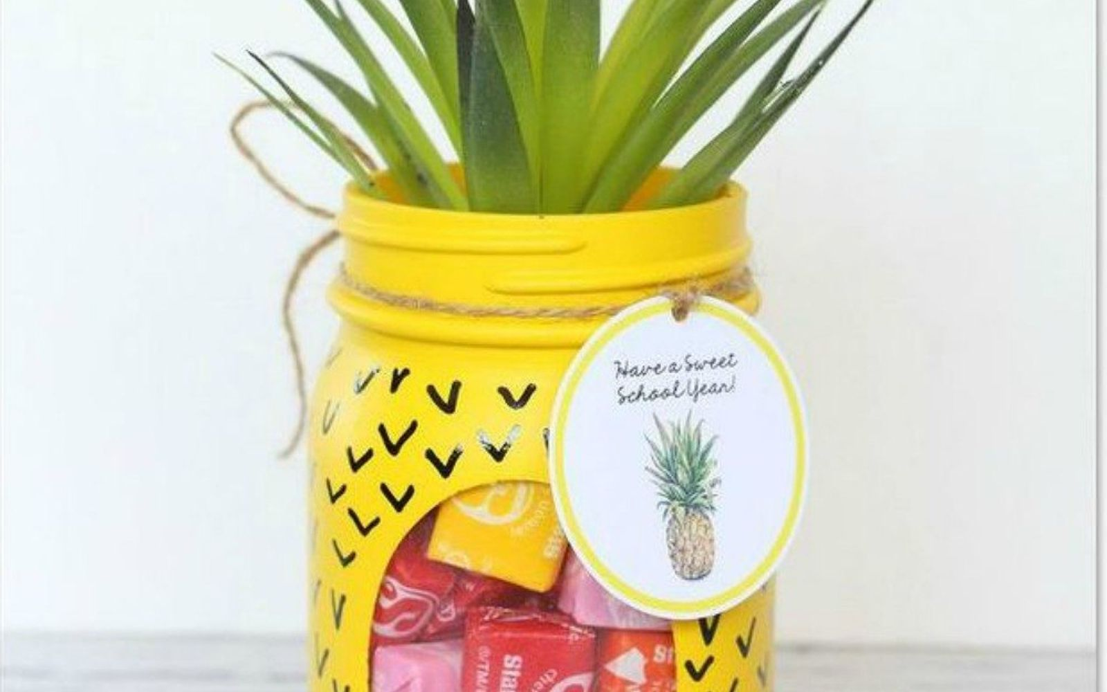 s 14 exciting mason jar ideas you just have to try, mason jars, 2 The whimsical welcome candy bowl