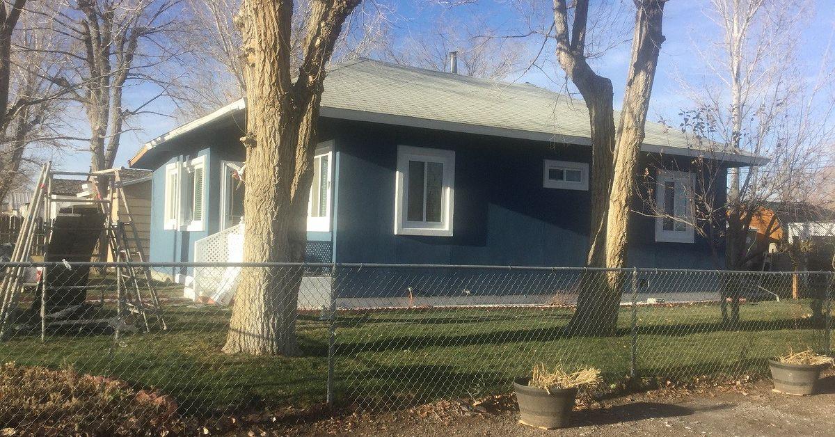 what color should i paint my exterior door hometalk. Black Bedroom Furniture Sets. Home Design Ideas