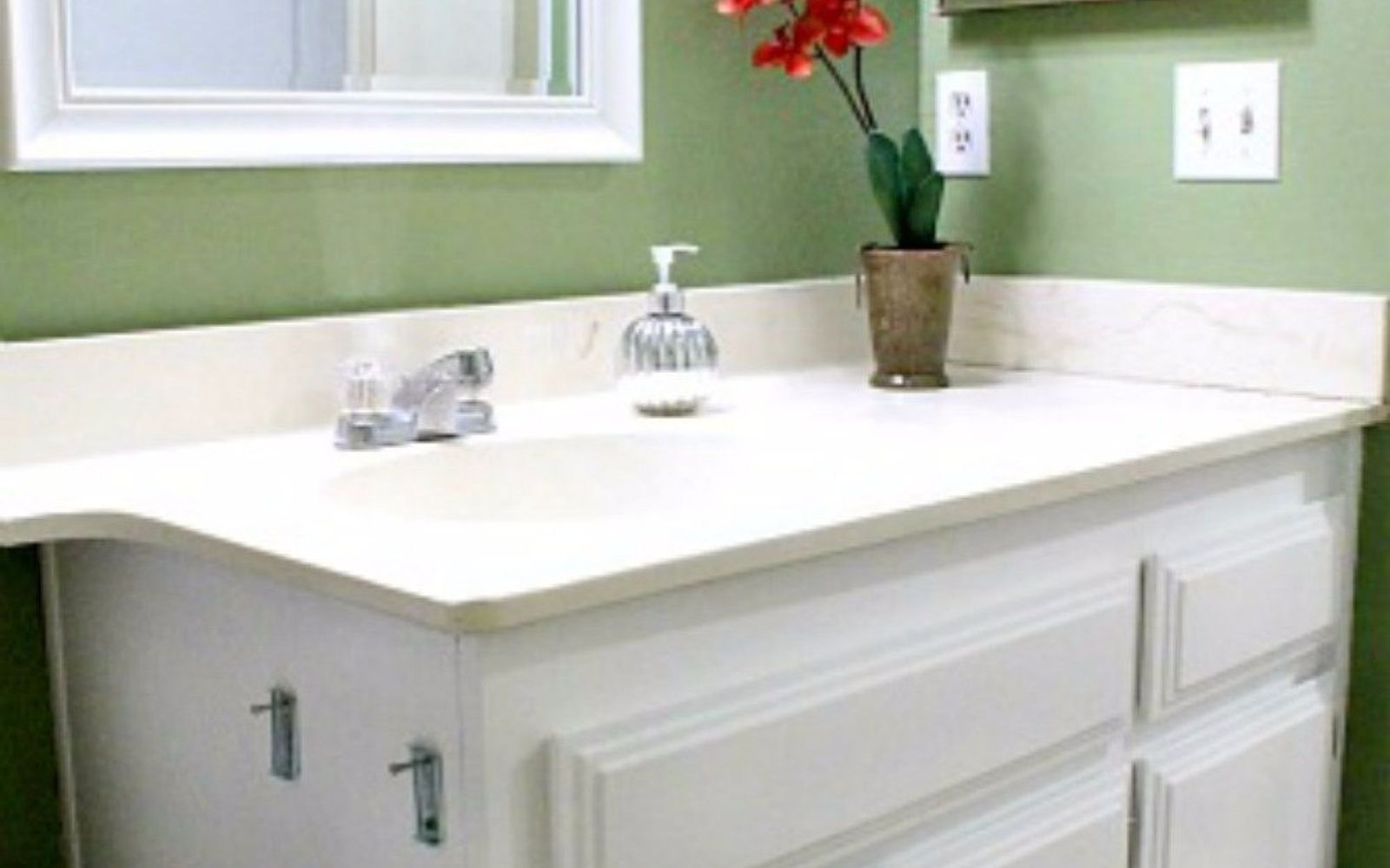 Small Bathroom Quick Makeover how to get a gorgeous bathroom in less than three hours | hometalk
