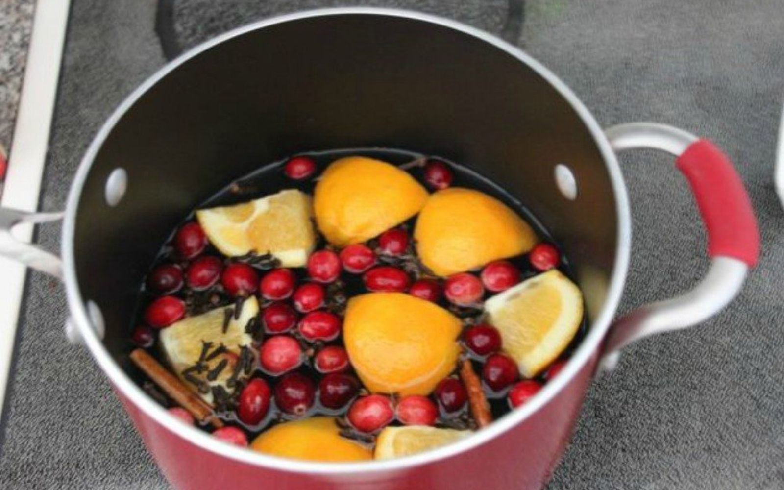 s make your home smell amazing with these diy winter scent ideas, home decor, This cranberries and orange fragrance