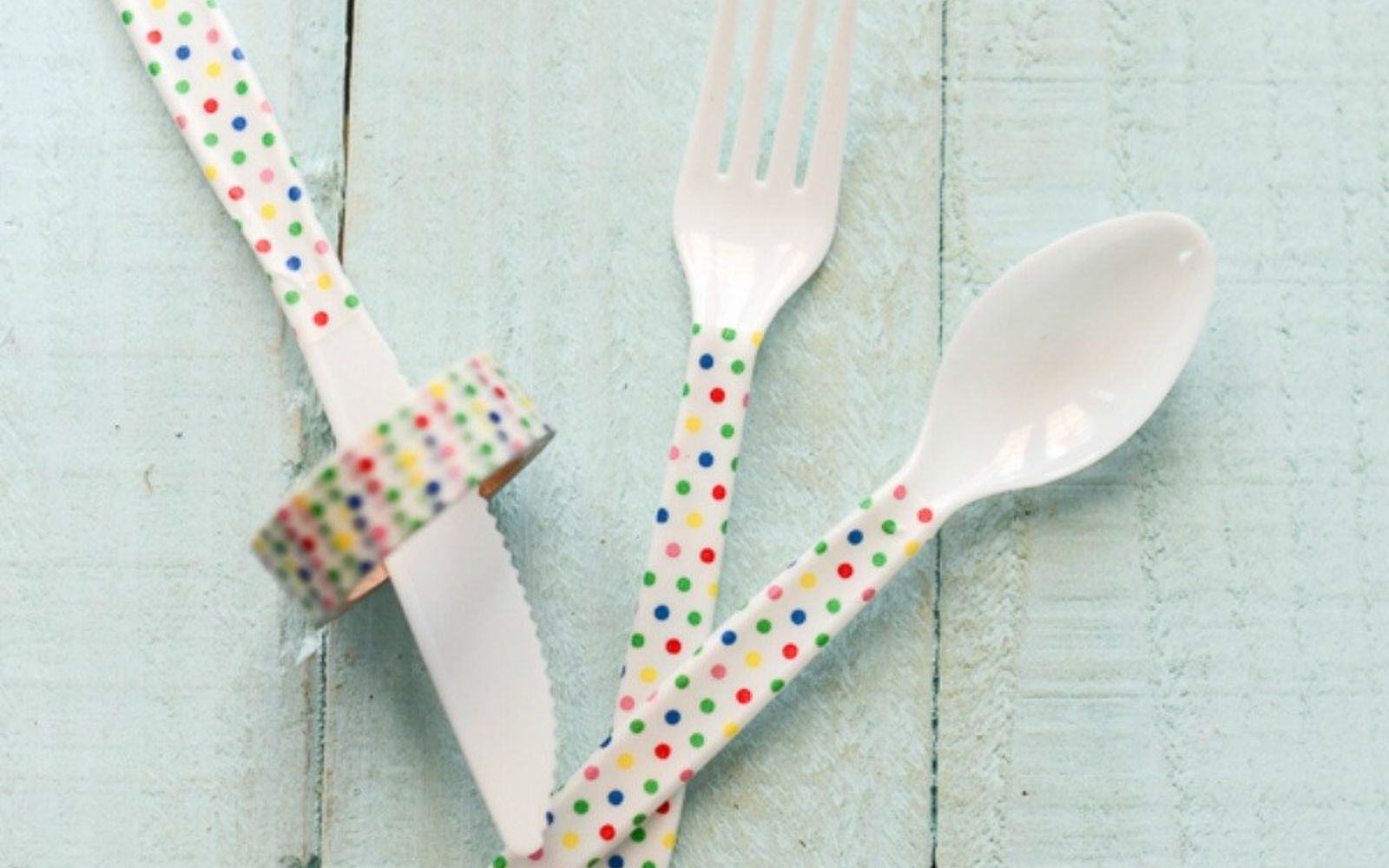 s be the best hostess on the block with these 16 home hacks, home decor, Decorate plain plasticware with washi tape