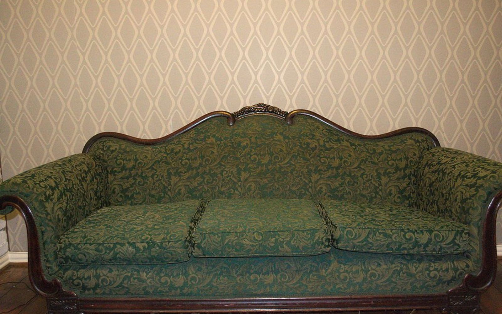 s 7 times people painted uphostered furniture and it looked amazing, painted furniture, When her ornate vintage couch