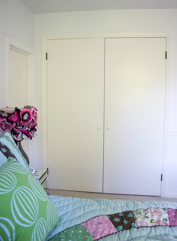 Closet door diy makeover with molding and bulletin boards for Diy bulletin board for bedroom