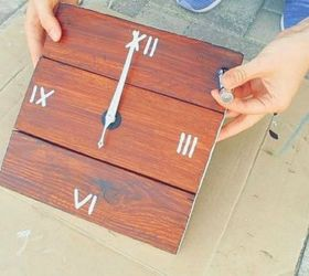 This adorable pallet wall clock & Shut The Front Door! These Pallet Furniture Ideas Are Breathtaking ... Pezcame.Com