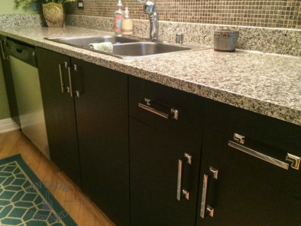 dark cabinets give more contrast