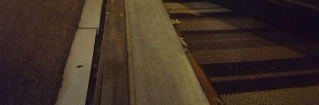 q space between front entry doorway threshold and flooring, flooring