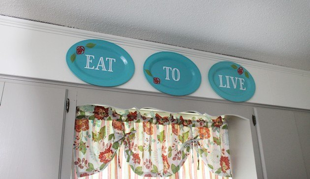 kitchen wall decor from store plastic plates, home decor, kitchen design, wall decor