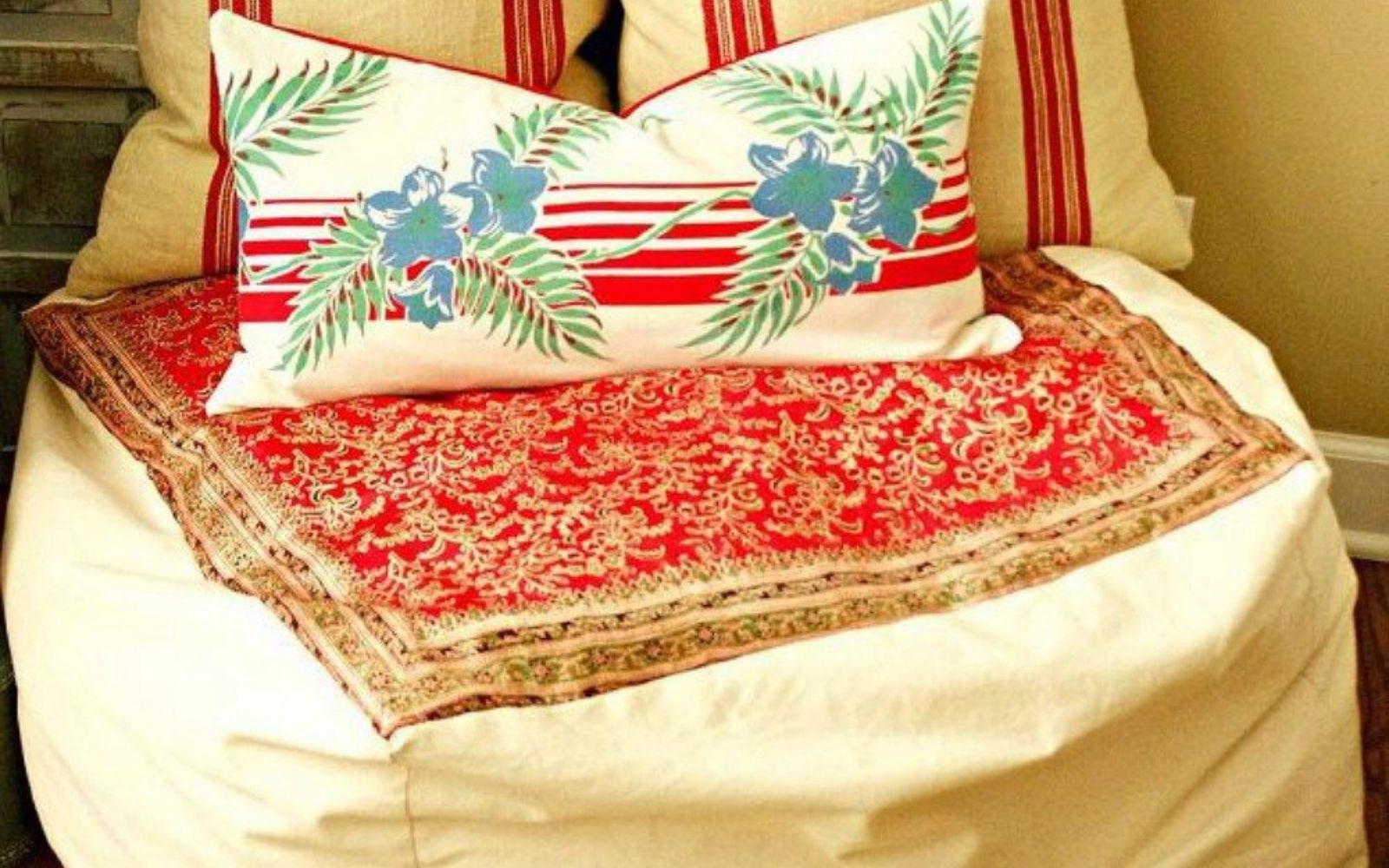 s 12 gorgeous ottoman ideas that will make you want to put your feet up, painted furniture, Double the ottoman as a seat