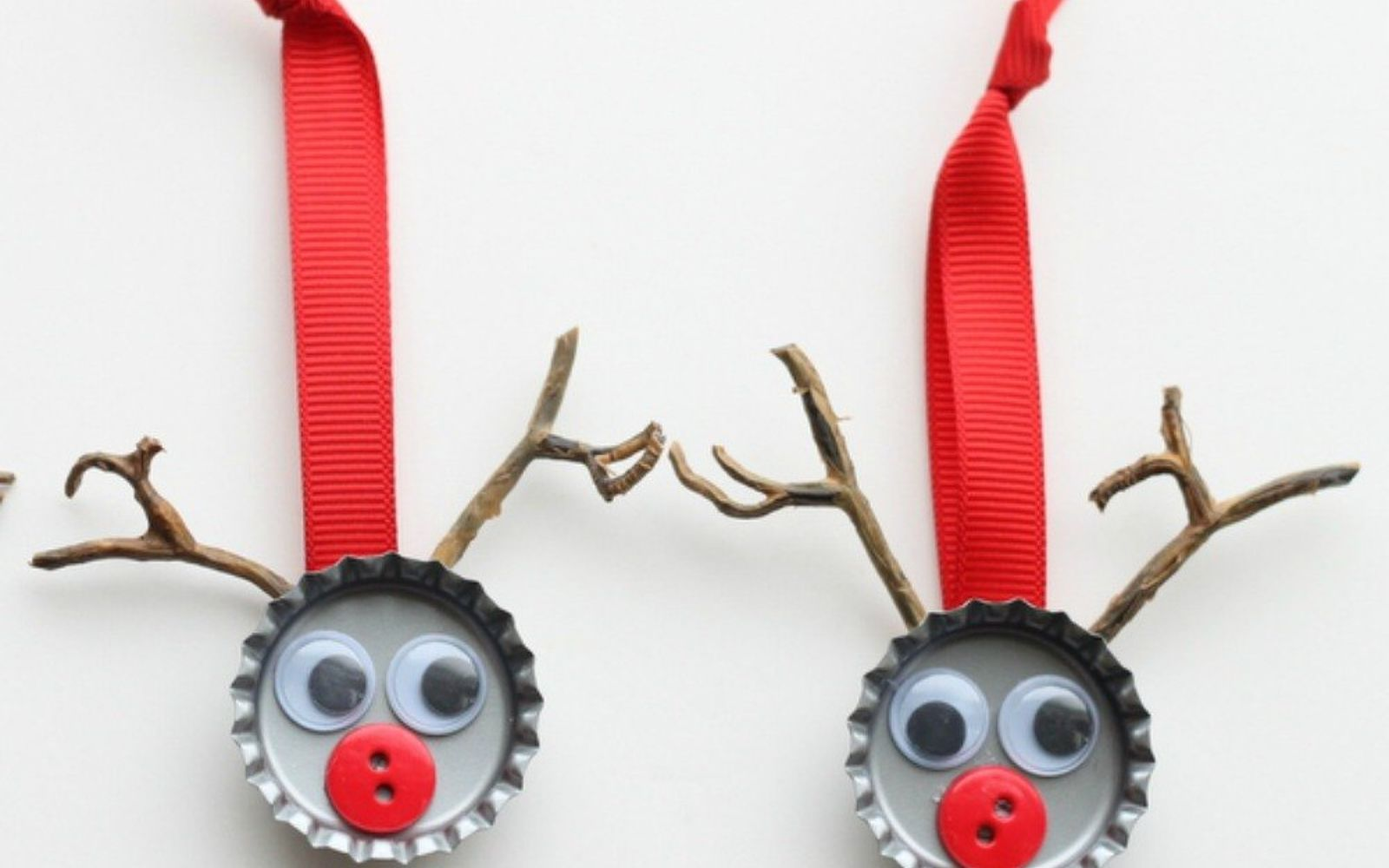 s save your bottle caps for these x crazy cool ideas, An adorable Christmas reindeer